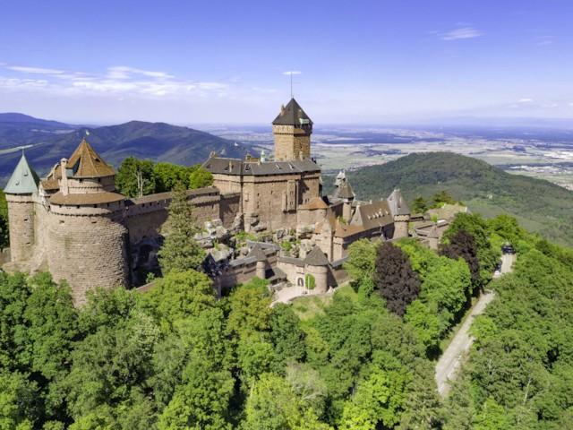 You are currently viewing Le château du Haut-Koenigsbourg et la plaine d'Alsace vu en photo 360° par drone